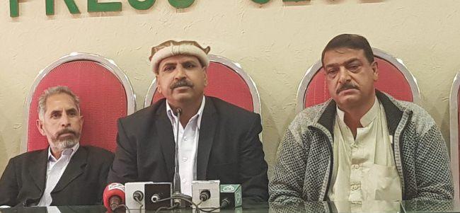 """ایبٹ آباد: """"غیرسیاسی"""" پولیس پر ایک شہری کو سات دن حبس بے جا میں رکھنے کا الزام، ڈی پی او نے زندگی اجیرن کردی:شرین خان"""