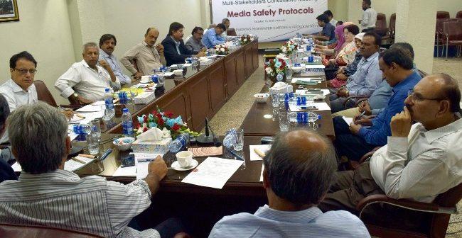 صحافیوں کے تحفظ و آزای صحافت کے لیے مشترکہ جدوجہد کرنا ہوگی،خطرات بڑھ رہے ہیں:مقررین
